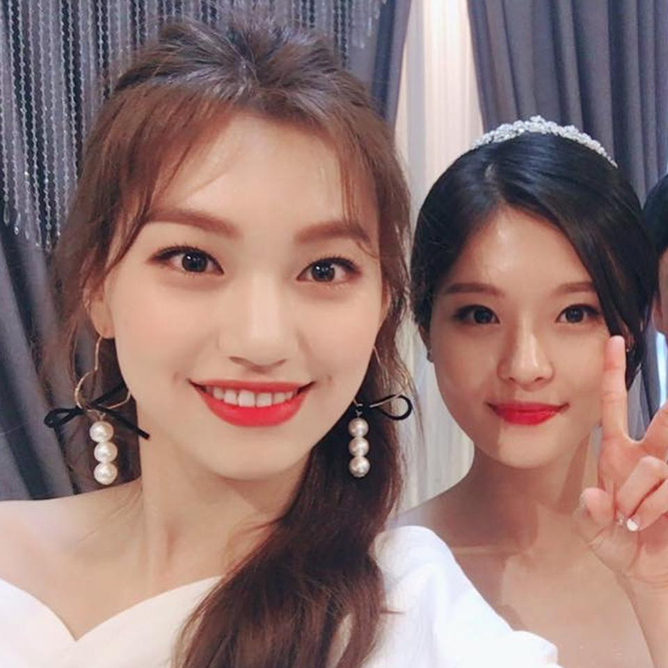 ioi yoojung and doyeon spotted doing something
