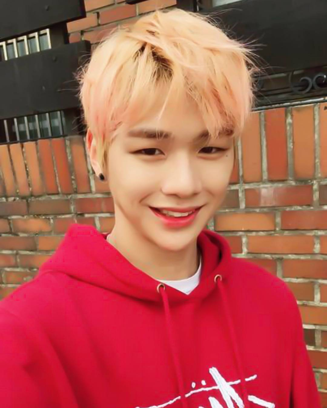 Just 31 Pictures Of Wanna One Kang Daniel S Adorable Smile Koreaboo