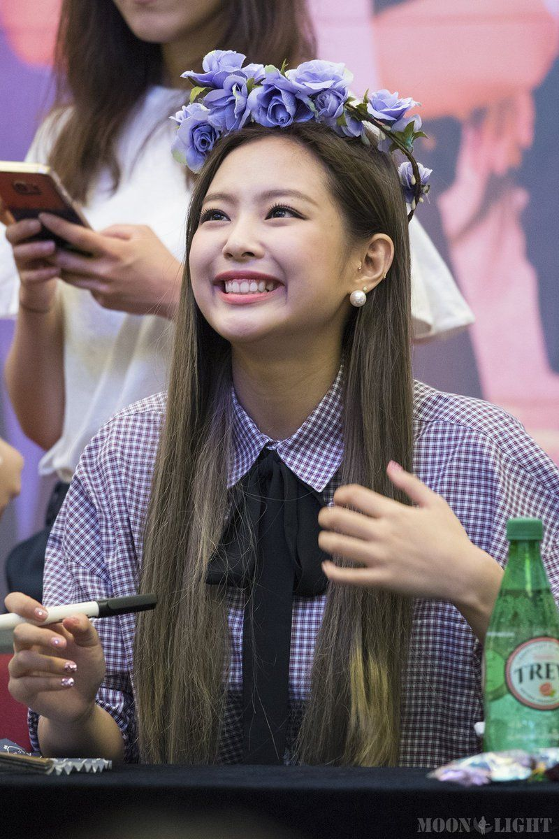 BLACKPINK Jennie and Ross latest Fan Sign looks have - Asian Male Hairstyles