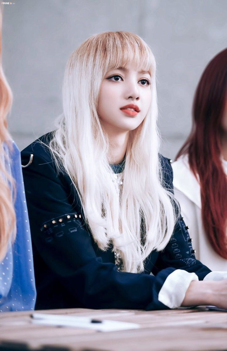 10 pictures of blackpink 39 s lisa that shows that she 39 s like a walking doll koreaboo. Black Bedroom Furniture Sets. Home Design Ideas