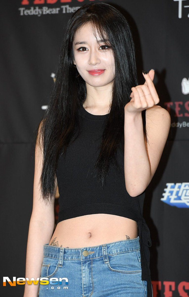T-ARA's Jiyeon's Jeans Accidentally Expose Her New Hip