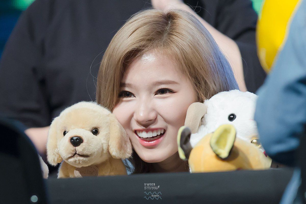 The true reason TWICE's Sana became a singer is so sweet it