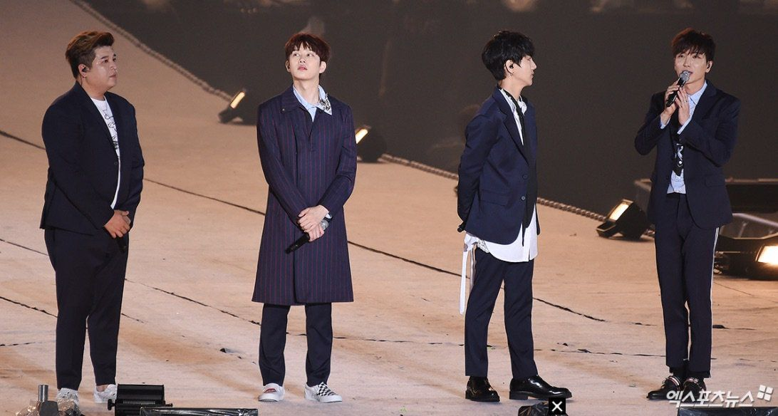 super junior yesung reduced to tears on smtown live stage