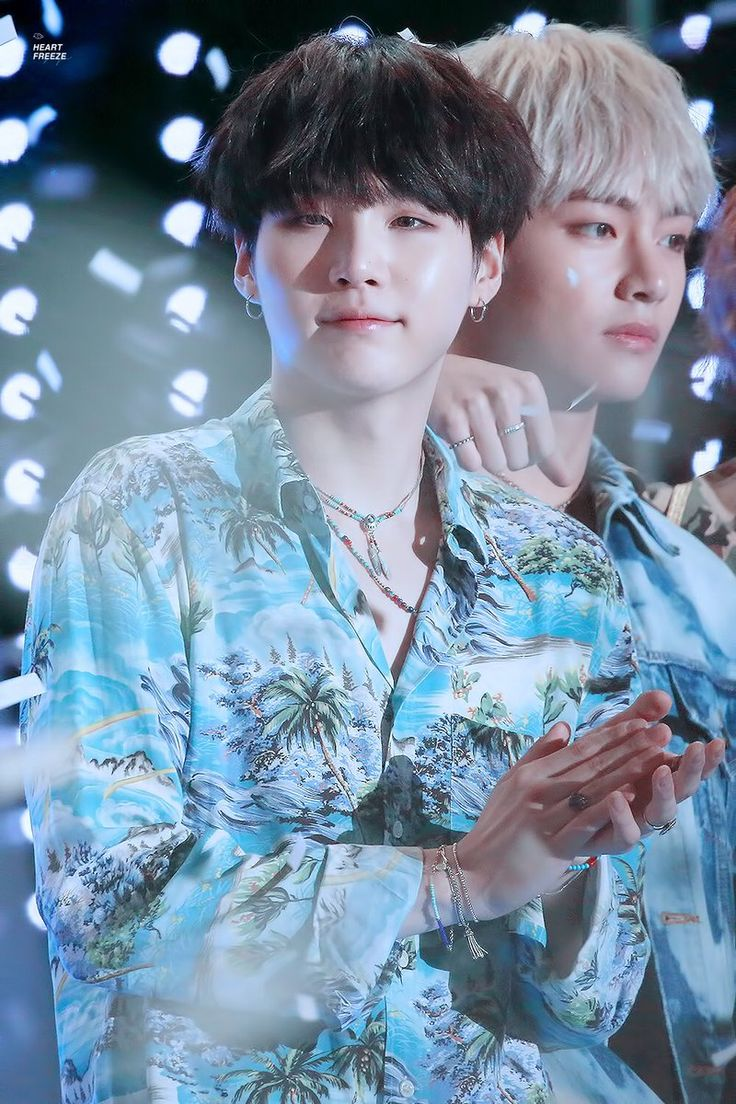 14 times idols wore hawaiian shirts as if they were super