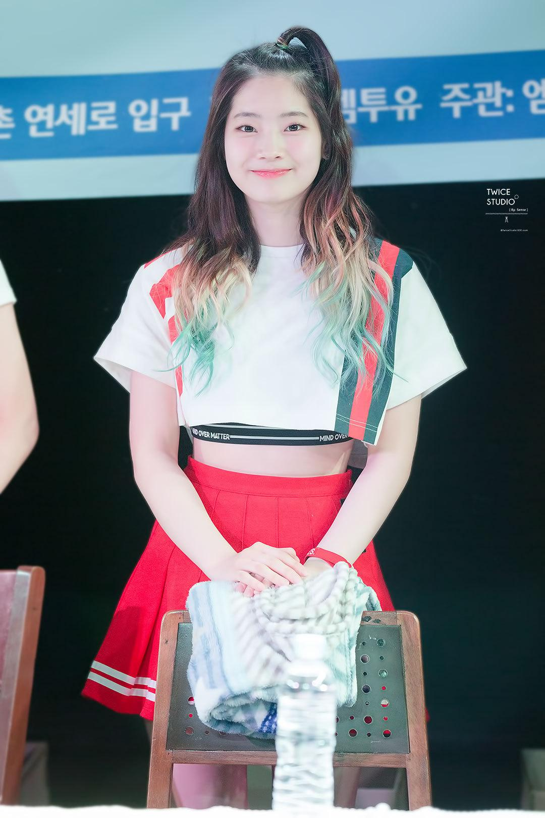 14 Completely Inspiring Photos Of Dahyun's Perfect Dip Dye ...