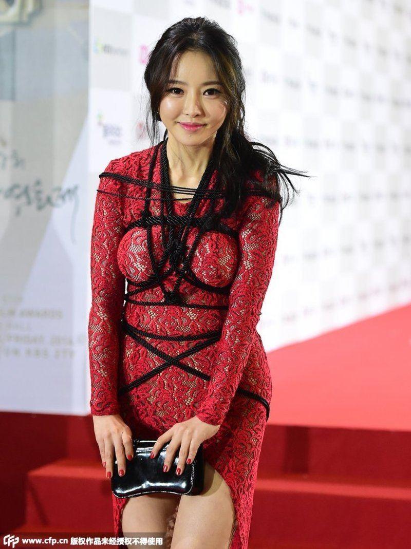 Upskirt Thai model revealed as nude waitress