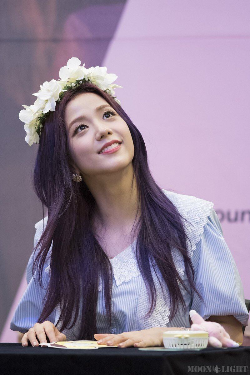 7 Photos of BLACKPINK Jisoo's Enchanting Purple Hair Will ...