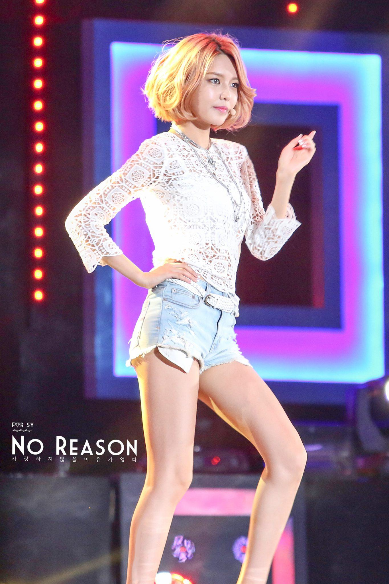 13 Of The Hottest Pairs Of Legs Right Now In K-Pop | Hwasa
