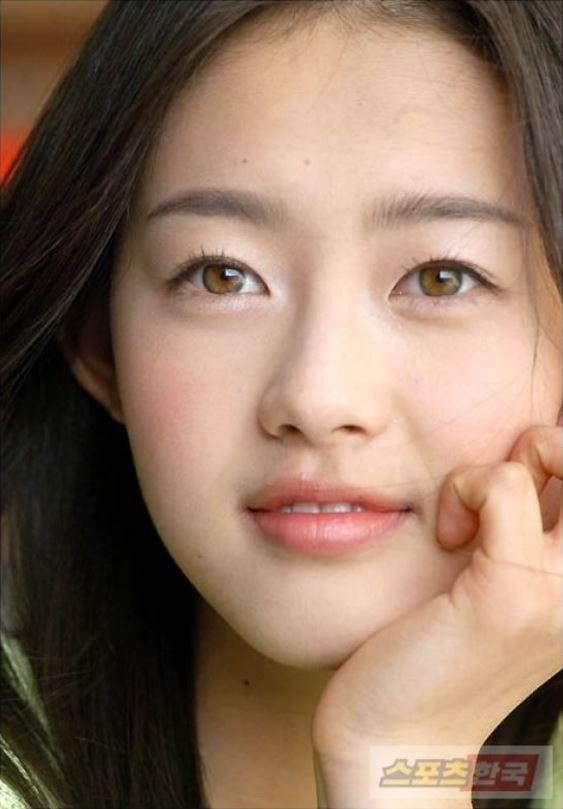 Go Ara's Eyes Have Been Changing Color Over Time And You