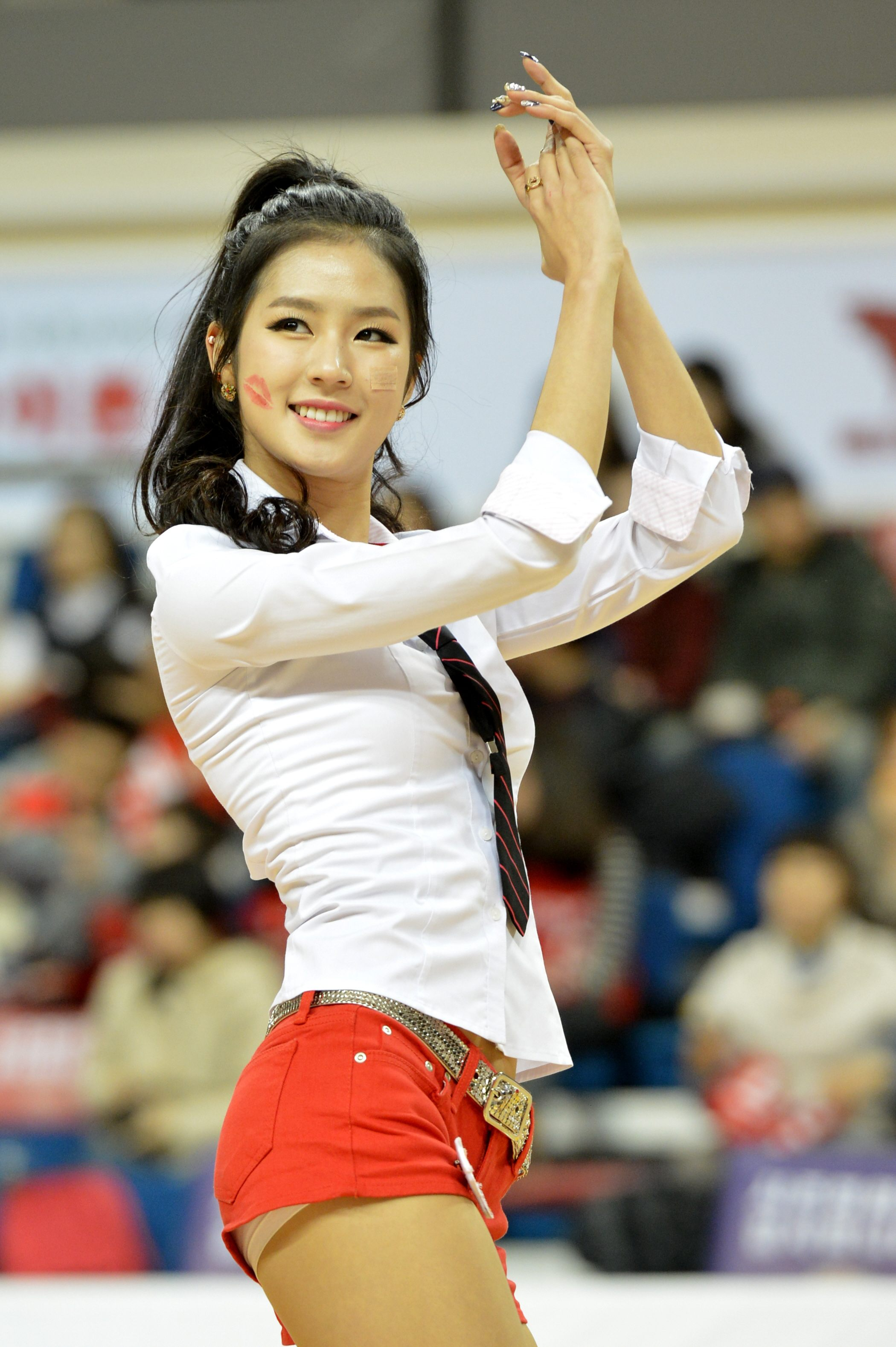 This Gorgeous Cheerleader Debuted As An Idol But Nobody -5629