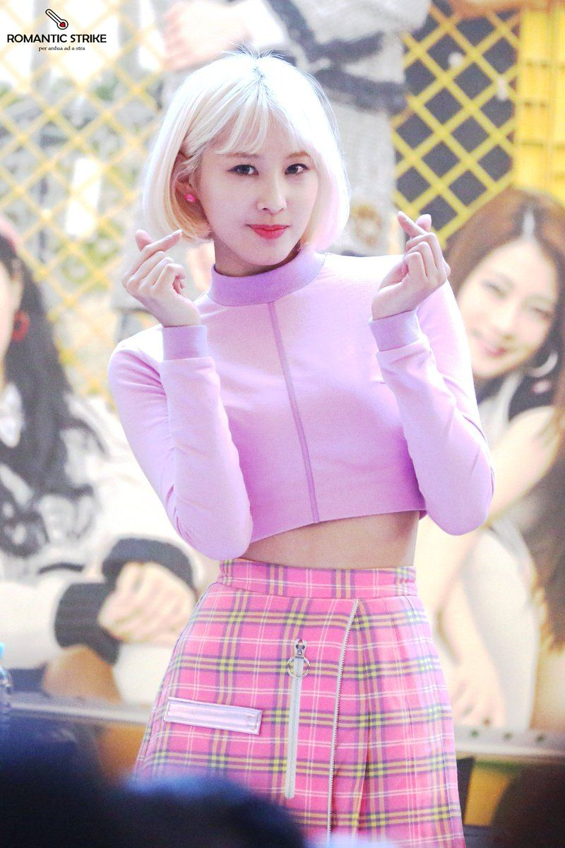 This Rookie Idol Officially Has The Tiniest Waist In All