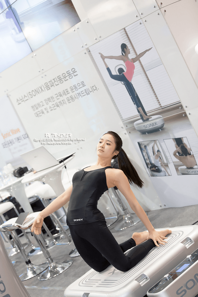 This Korean Yoga Teacher Is Going Viral...These 15 Photos ...