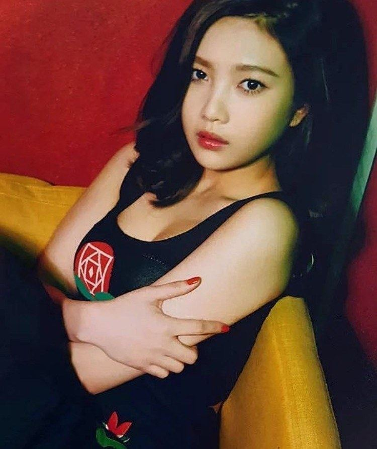 Hot female celebrities with big boobs According To Koreans These 4 Idols Have The Most Glamorous Boobs Koreaboo