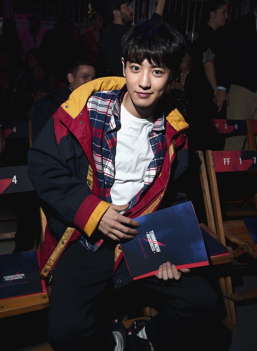 Chanyeol steals the spotlight from gigi hadid at tommy hilfiger 39 s fashion show koreaboo - Tommy hilfiger show ...