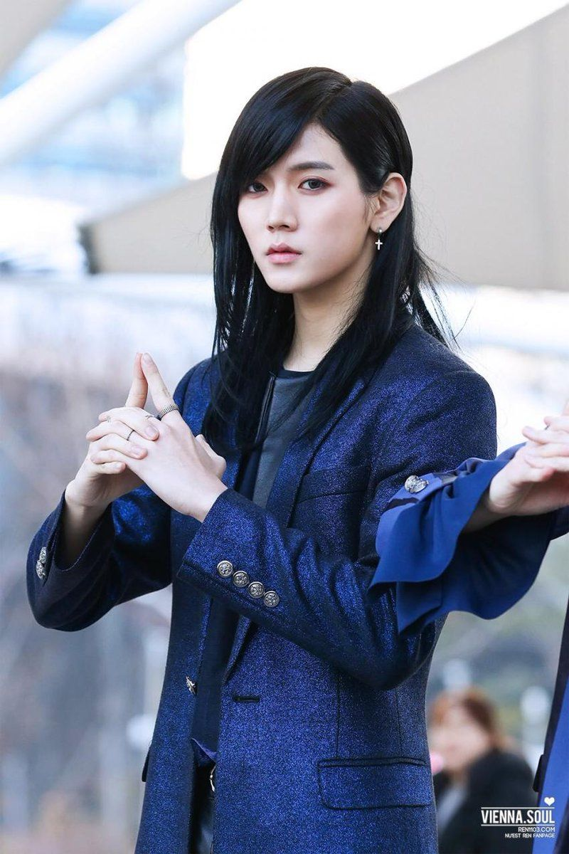 10+ Male K-Pop Idols You Forgot Had Long Hair — Koreaboo