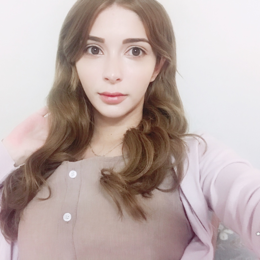 Meet The First Ever Fully White Female K Pop Idol Koreaboo