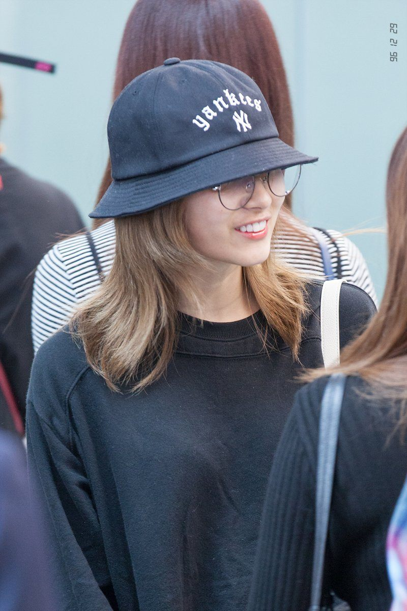10 Photos Of Sana S New Dirty Blonde Hairstyle Koreaboo