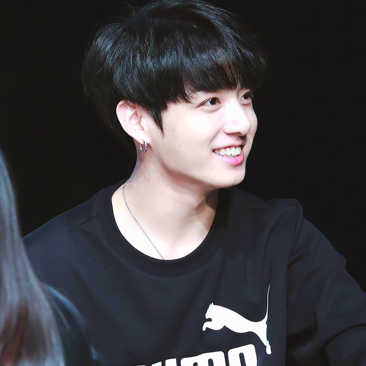 Bts Jungkook Dyed His Hair Black And Fans Think He Looks