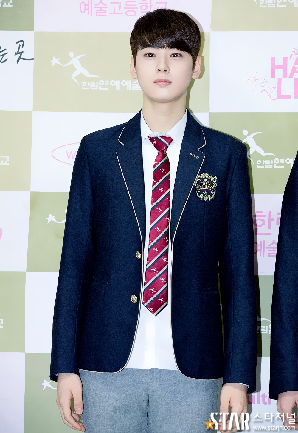 These school uniforms became famous thanks to the idols that