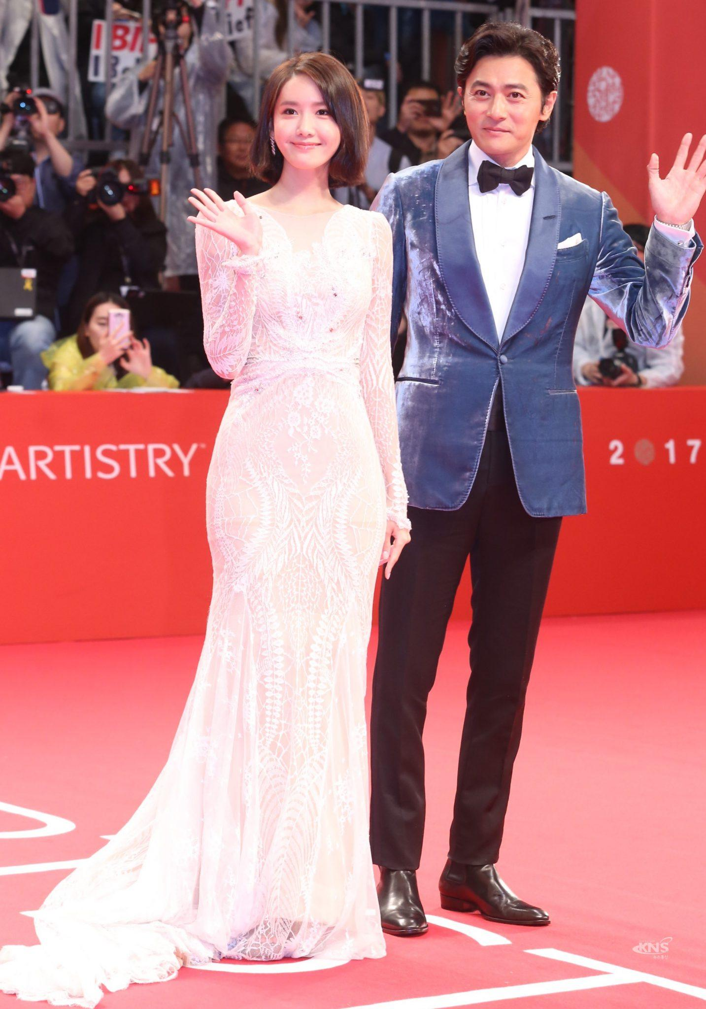 Im Yoona Movie List Amazing yoona's new red carpet dress reveals a clear outline of her butt