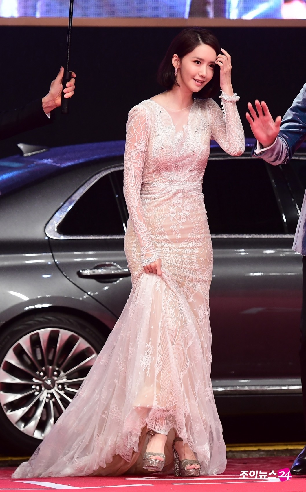 yoona u0026 39 s red carpet dress revealed a clear outline of her